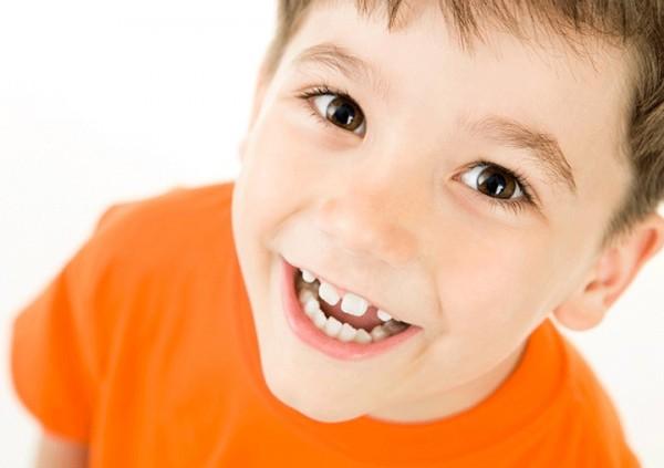 مشکلات مربوط به بیرون زدن دندانها در کودکان